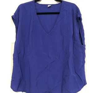Old Navy V neck blouse